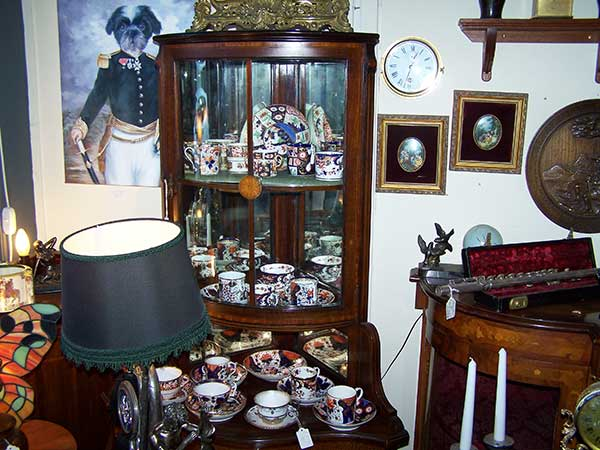 Anthony-Charles-Antiques-Hythe-Kent-Crown-Derby-Cups-and-Saucers-3