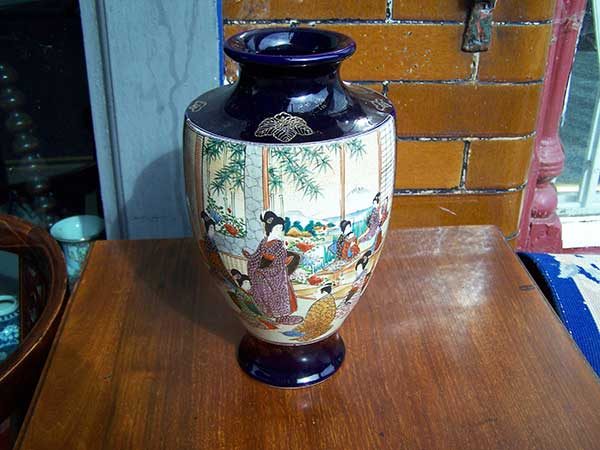 Anthony-Charles-Antiques-Hythe-Satsuma-Vase-2